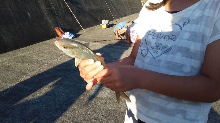 魚釣り初体験の女の子もしっかりカンパチ釣りました!