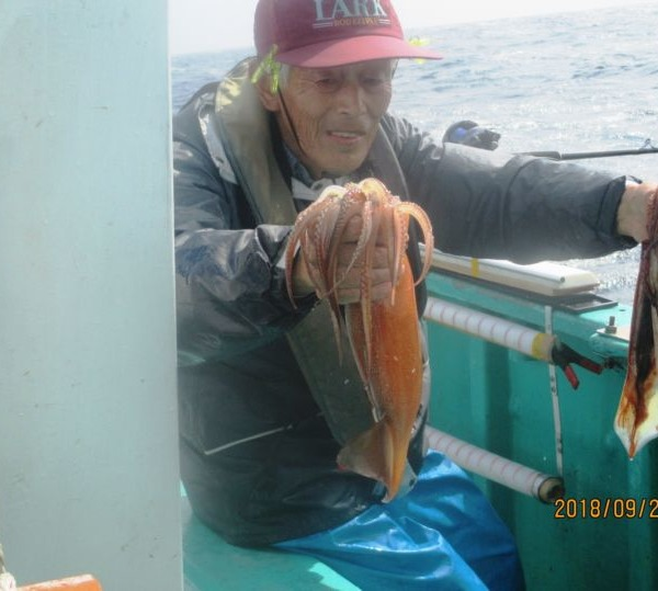 大型スルメイカ 釣れた(^_-)-☆