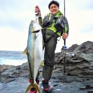 八丈島 地磯 ショアトップで ヒラマサ12.9kg! 人生初マサの快挙をアシスト!