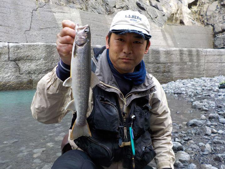増水後に尺岩魚連発でした。