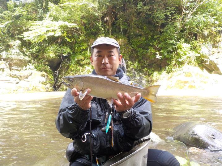 台風の増水前に上げた1匹です。釣り上げた瞬間に濁流が押し寄せてき…