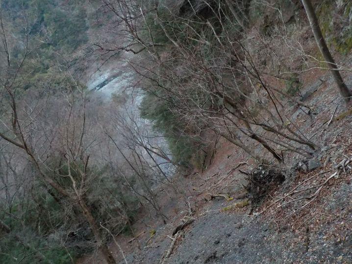 ここが入渓点、かなり緊張感のある下降で、最後は10mの懸垂を3回…