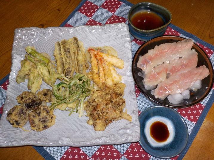 現地で採った椎茸や山菜と一緒に天婦羅とお刺身で美味しく頂きました…