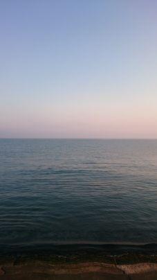 砂浜から見た海