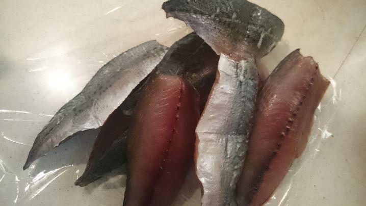 サバの釣果の一部を干物に