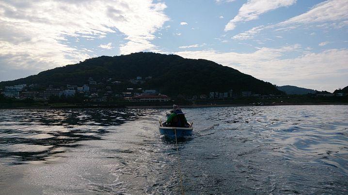 手漕ぎボートで海釣り