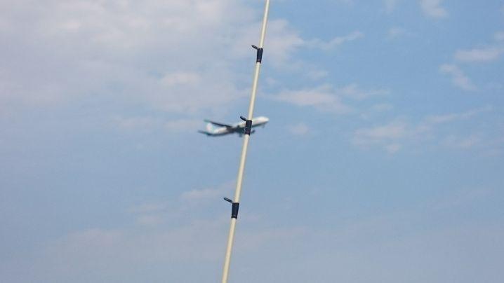 竿と飛行機が合体❔色々と東京湾は楽しめますね~✌