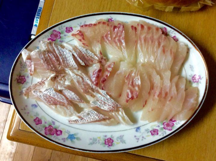 真鯛の刺身  小さい割に脂が乗って美味かったです。