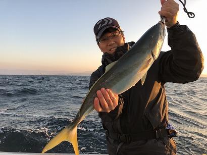 ワクワク釣りでメジロGET!
