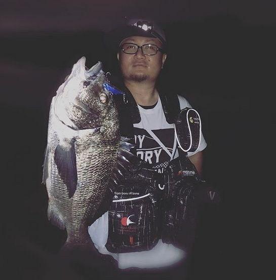 表浜名湖で釣りあげた黒鯛