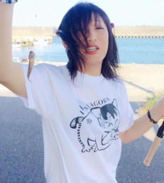 強風の大洗で、ニャゴラTシャツ着て釣りしてます(*^◯^*)