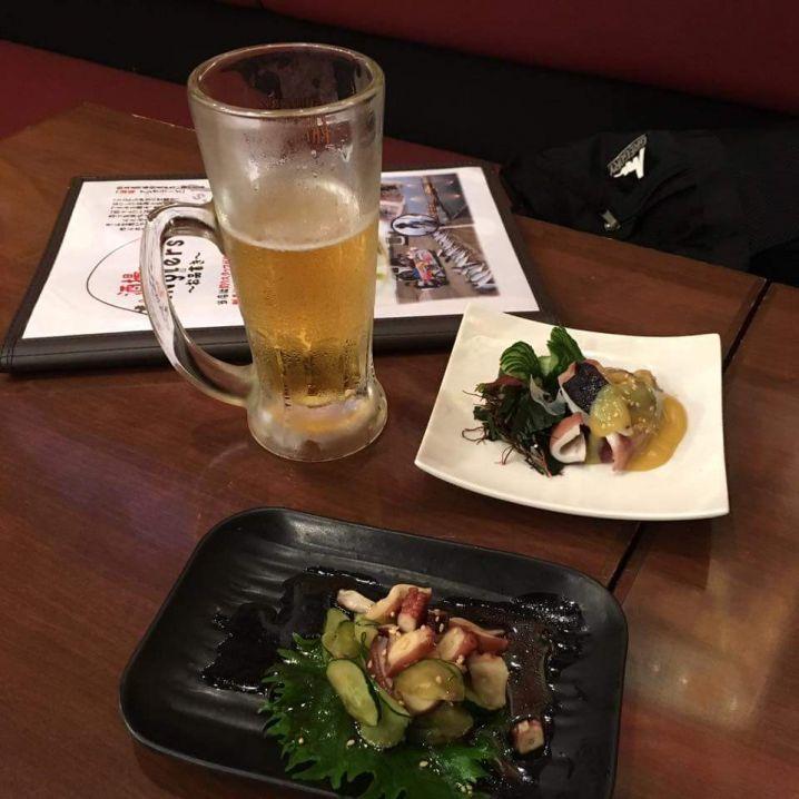 釣行にはお寿司屋さん、居酒屋さんに同行していただきお店で特価商品…