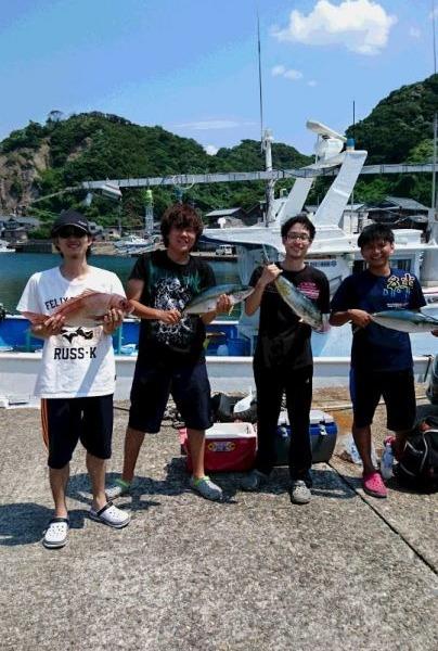 8月13日午前便 ヒラマサ4本、真鯛58センチまで5枚、シイラ3枚