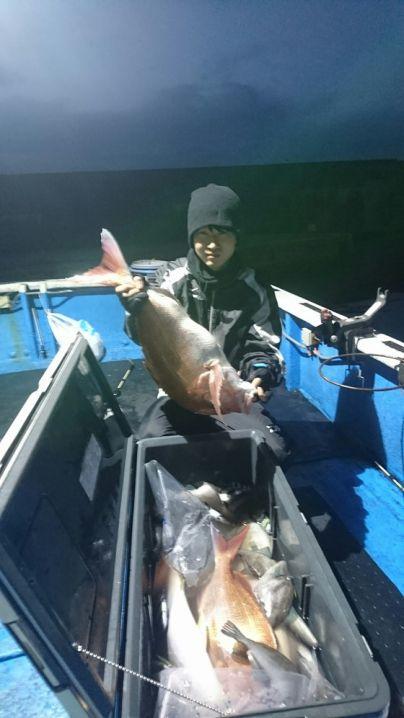 釣果11月22日 ヒラマサ2本 真鯛67センチと60センチ各1枚、他1枚 グレ35センチ1枚 ウマズラ10枚 サンバソウ10枚
